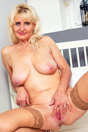 Xxx mature blonde pussy amateur pics