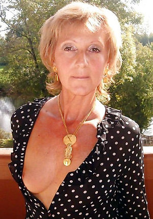 Naughty naked blonde ladies amateur pics