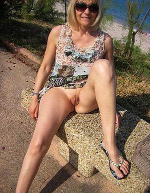 Naked blonde moms porn
