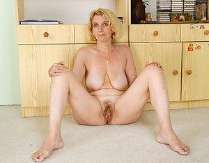 Horny mature blonde moms pics