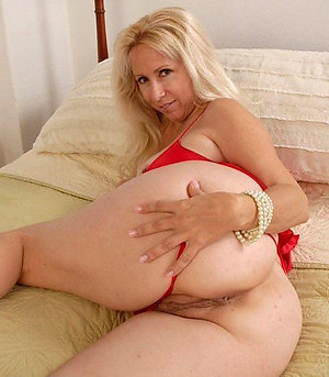 Amazing naked blonde milf pictures