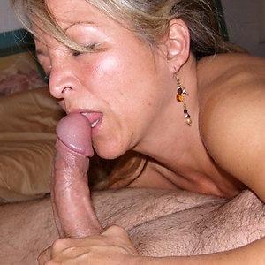 Amateur busty mom blowjob
