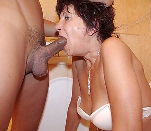 Naked mature mom blowjob photos