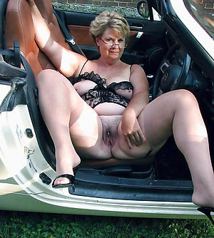 Bush-leaguer mature in car porn gallery