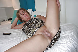 Mature milf cunt cold photos