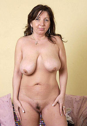 Slutty solo mature pussy pics