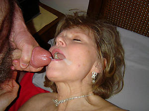 Slutty mature cumshot facial