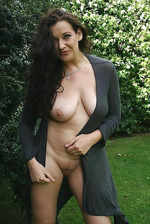 Amateur beautiful X-rated mature women pics