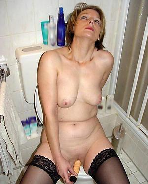 Unprofessional pics of mature single women