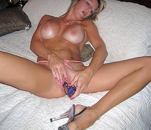 Naughty mature single women amateur porn pics