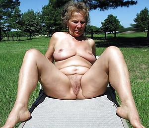 Unconditional sexy nude grandmas foto