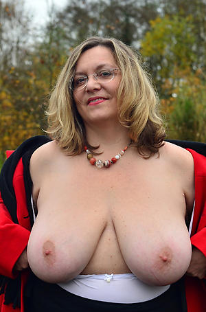 Charming sexy mature milfs amateur nude pics