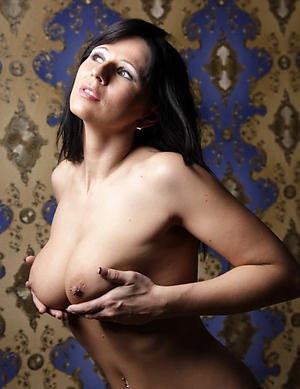 Naked sexy grown up milf pics