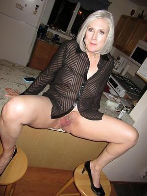 Pretty older mature granny nude foto