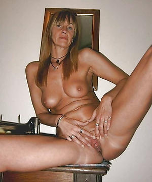 Inexperienced naked sizzling housewifes photo