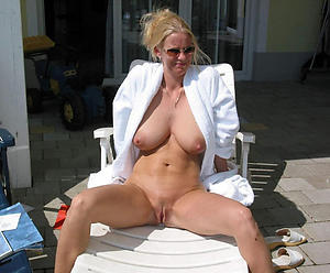 Pretty outdoor grown-up pussy pics gallery