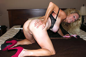 Naked mature slut pussy pics