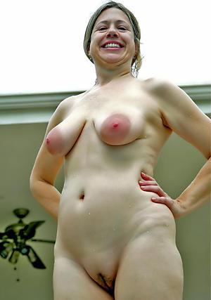 Pretty mature big natural tits nude pics