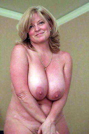 Horny mature big tit pictures