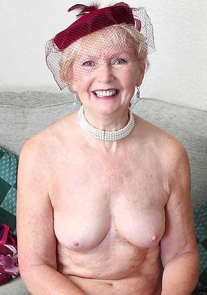 Enticing mature lady fucking porn pics