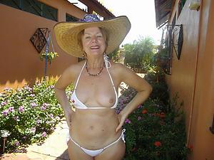 Inviting mature lady shagging