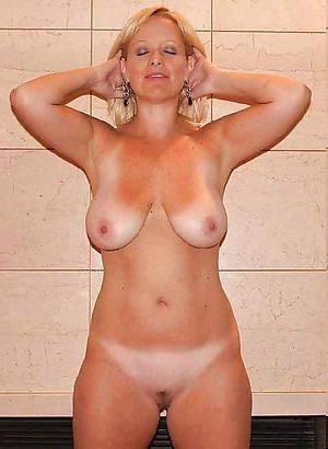 Sexy unsullied mature women