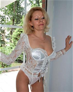 Naughty nude 40 mature pics