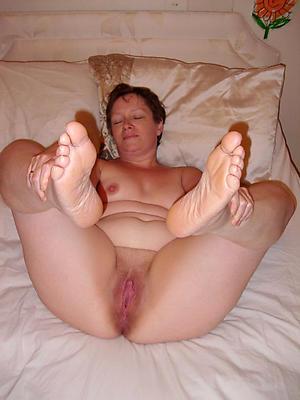 Bush-leaguer pics of mature nurturer feet