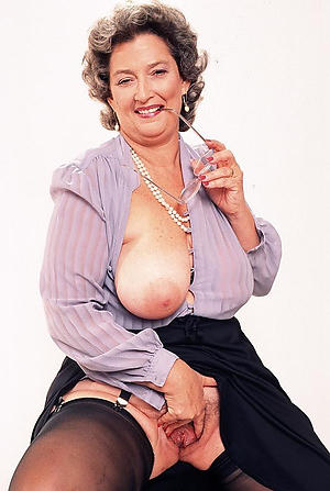 Pretty classic mature women pussy pictures