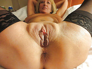 Taking nude mature xxx hot pics