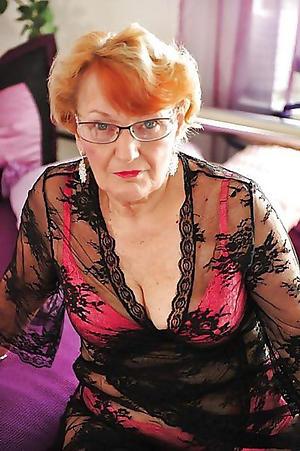 Amateur pics of hot mature lady