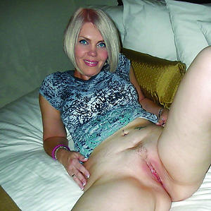 Best pics for mature wet pussy