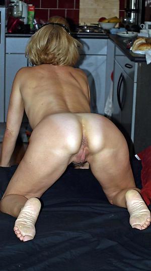 Muddied pussy mature woman feet