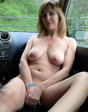 Slutty mature sex in car