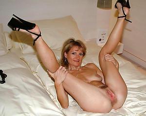 Naked mature hot legs photos