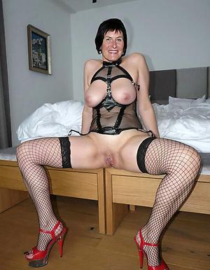 Wet pussy mature milf take heels nude photos