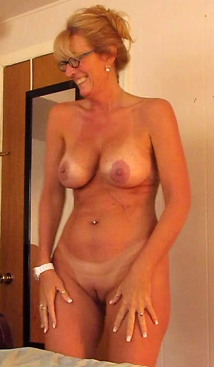 Milf mature with glasses porn pics