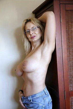 Best pics of mature women in the air glasses
