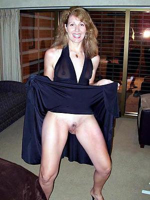 Hot mature upskirt pussy pics