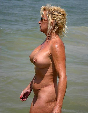 Amateur mature at the beach pussy pics