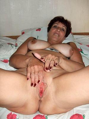 Amateur pics of mature mom pussy