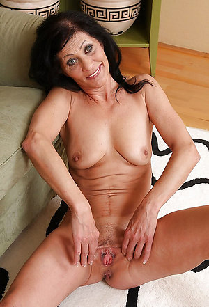 Amateur pics of naked brunette women