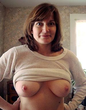 Inexperienced nude brunette mature