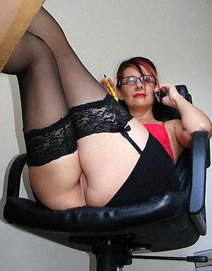 Amateur pics of  mature brunette woman