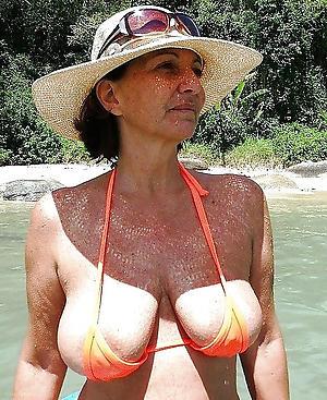 Amateur pics of grown-up woman upon bikini