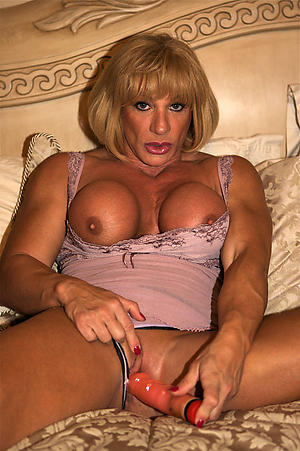 Wet pussy mature muscle woman pics