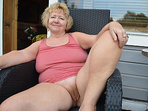 Bush-leaguer pics of sexy mature grannies
