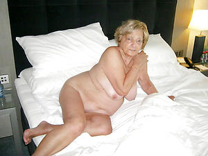 Naked mature granny women pictures