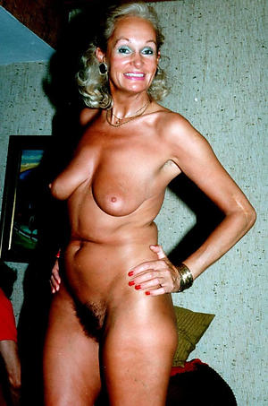Amateur pics of mature women by oneself