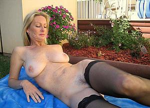 Nude mature women solo pics